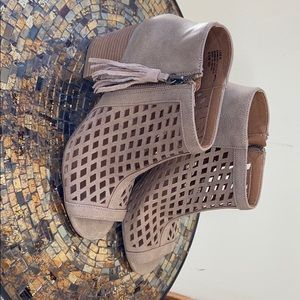 Peep toe heel sandals